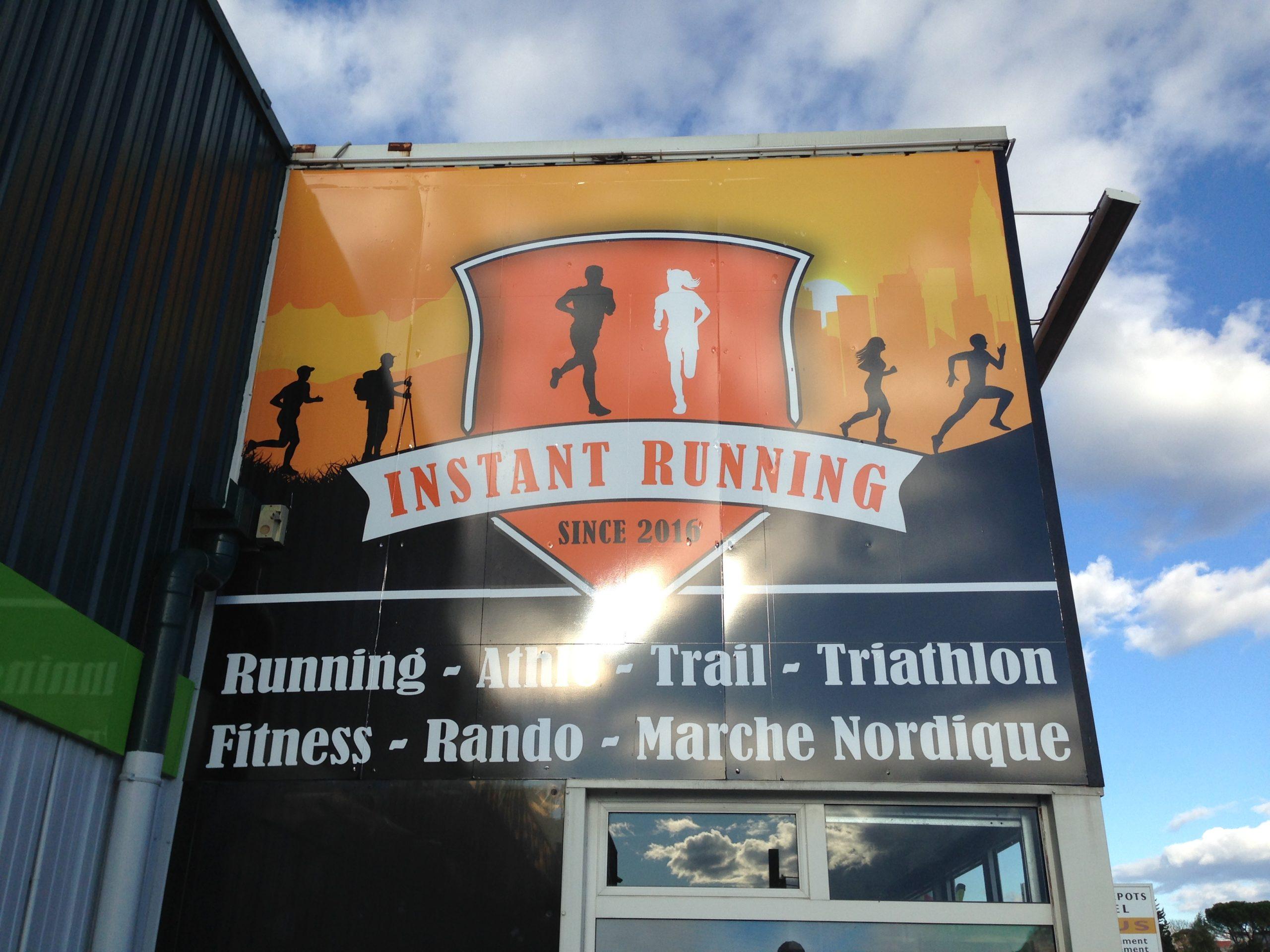 Enseigne d'Instant Running Alès, magasin spécialisé dans la vente d'articles de running