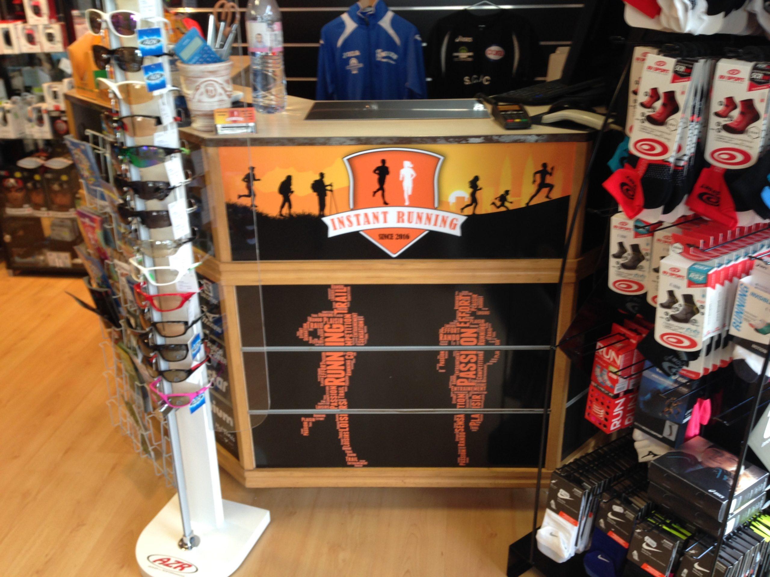 Habillage intérieur d'Instant Running Alès, magasin spécialisé dans la vente d'articles de running